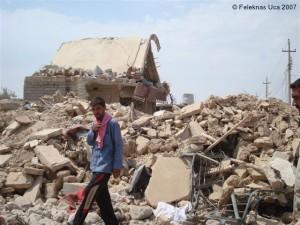 Trümmer eines zerstörten Hauses in Sinjar