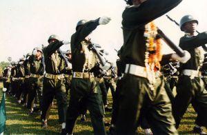 Truppenaufmarsch der Regierungstruppen (Foto: flickr, tap tap tap)