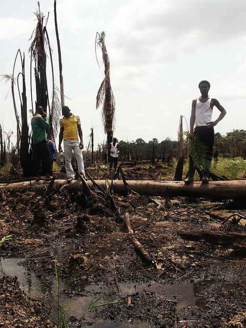 Rückzug der Ölmultis aus dem Nigerdelta –Ölverschmutzungen bleiben