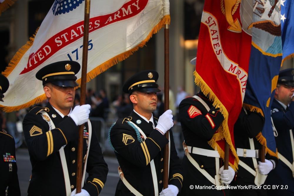 Das Marine Korps von New York City ehrt den Kolumbustag mit militärischen Paraden.