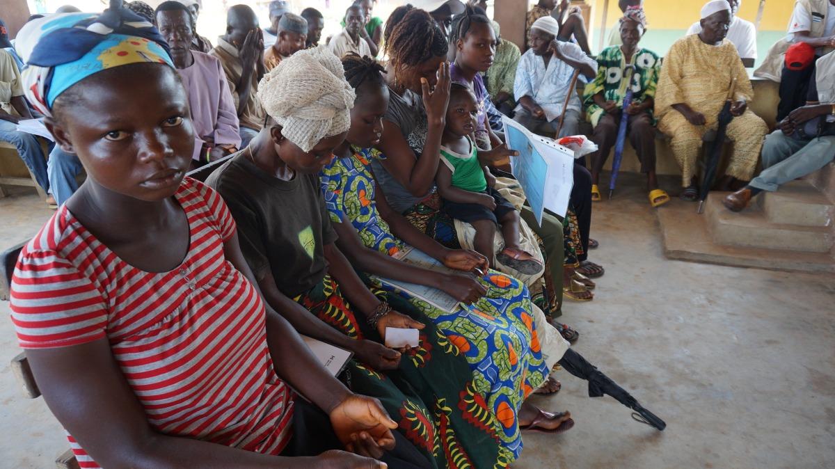 Ebola in Westafrika: Wettlauf gegen Zeit undTraditionen