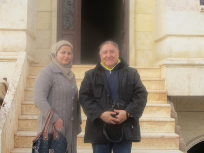 GfbV-Nahostreferent Kamal Sido mit der Leiterin des Wohnheims für Waisen, Hanifa Hasiko. Foto: privat