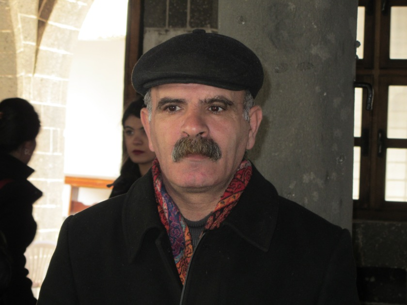 Aufseher_Kirche_Diyarbakir_closeup